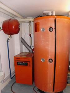 Atmosphärischer Gasheizkessel mit Warmwasserboiler Volumen 550 l