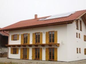 Neubau Zweifamilienhaus mit 18 qm Flachkollektoren